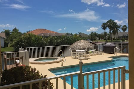 Pristine Condo On Canal in SW Cape Coral - Cape Coral - Condominium