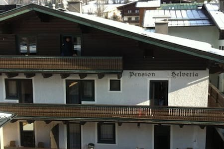Pension Helvetia double room - Saalbach - Bed & Breakfast