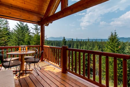 Panoramic Tree Top View Log Cabin - Zomerhuis/Cottage