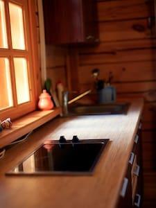 Belka Guesthouse - wooden cottage - Listvyanka - Gæstehus