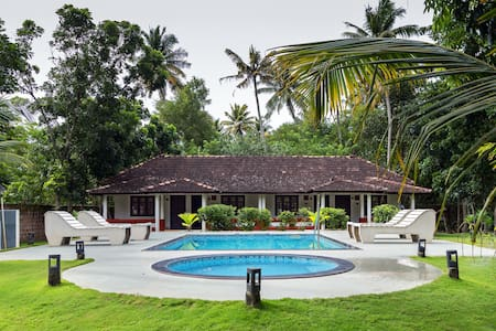 Beachside Palmview Cottage Room in Mararikulam - Mararikulam - Bed & Breakfast