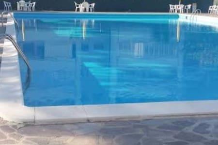 Appartamento in Residence con posto auto e piscina - Lägenhet