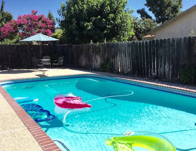 PRICE DISCOUNT! GREAT ROOM POOL SPA - Stockton - House