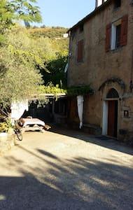 maison de village dans une petit hameau - Vila