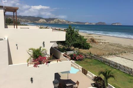 LUXURY BEACHFRONT HOME - Villa #4 - Casa