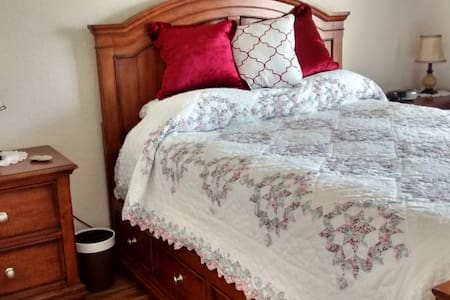 Quiet Comfort, guest room w/queen bed & bathroom - House
