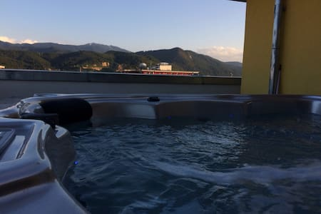 3 Bedrooms Penthouse with Private Outdoor Hot Tub - Brașov - Leilighet