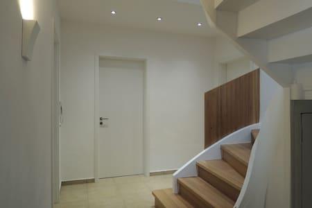 TOP - Schönes modernes Zimmer in WG - House
