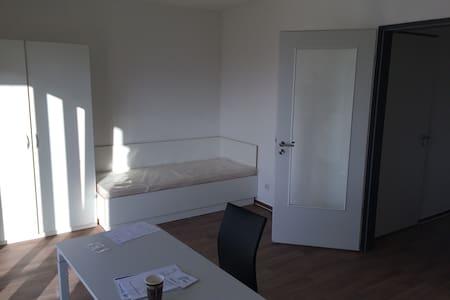 Zimmer in Sankt Augustin unmittelbar in FH Nähe - Sankt Augustin - Appartement