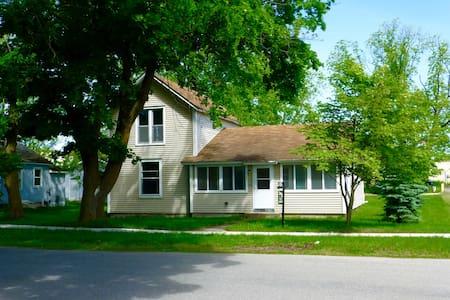 104 Taverse, Elk Rapids NEW RENTAL - Casa