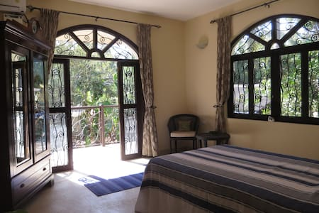 Bed and Breakfast in Corjuem Villa - Blue Room. - Aldona