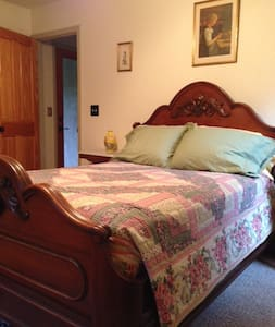 Guest room in country home - Chico - House