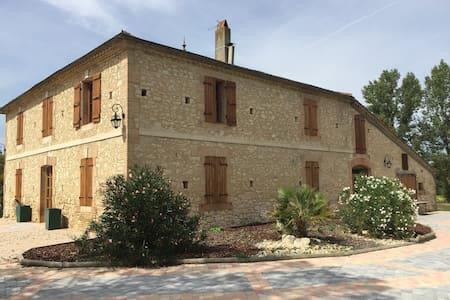 Maison Gasconne de caractère de 230 m2 - Hus