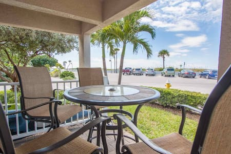 Beachfront in Pass-A-Grille! Fantastic Location. All Upgraded. - St. Pete Beach - Társasház
