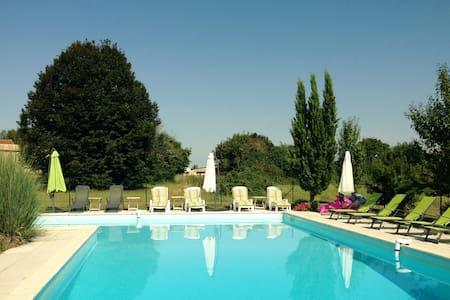 La Petite Grange - stunning location - Lorignac - Jiné