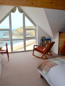 Beachside sea view lux ensuite, Portreath Cornwall - House
