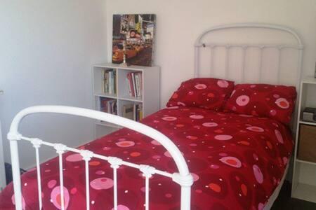 Jolie chambre ds belle maison - Rumah