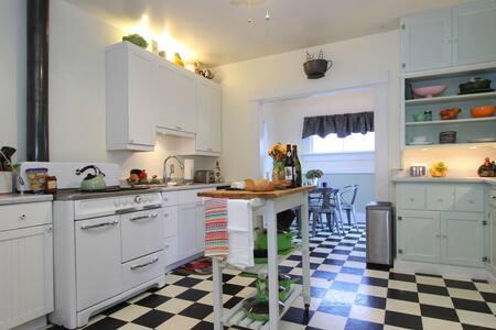 Retro Bungalow (Sonoma Select) - Santa Rosa - House