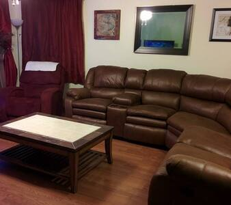 Private Bed/Bath Convenient to I-29 - South Sioux City - House