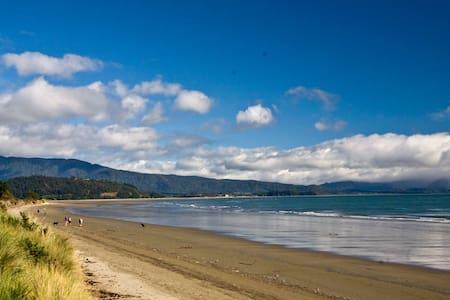 Beach Chalet Golden Bay Abel Tasman - Almhütte