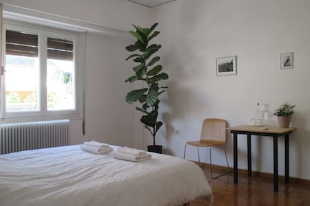 Stylish Room Near Metro and Museum - Apartment