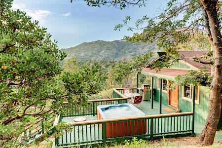 The Enchanted Lookout - private luxury cabin & Spa - Cabaña