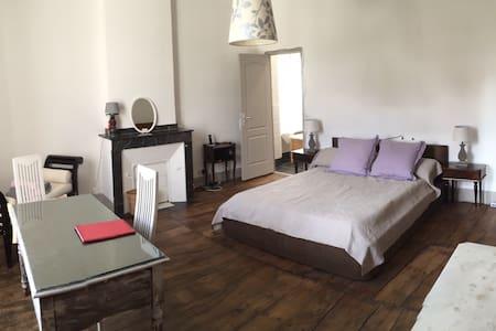 Grande chambre d'hôtes - Bed & Breakfast