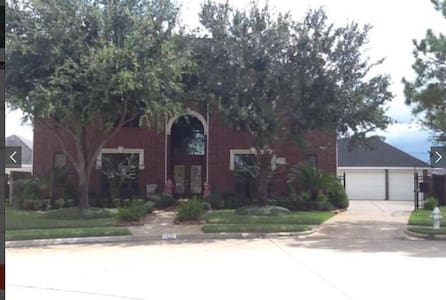 Luxury Home located 15 minutes from Downtown - Casa