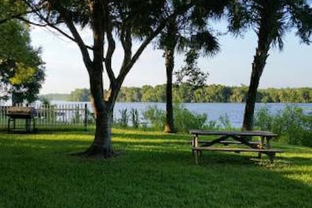 Beautiful Home on St. John's River - Ház