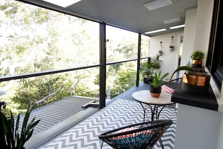 Scenic Tree Top Apartment - Daire