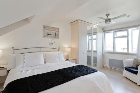 Near University, comfy en suite loft conversion - House