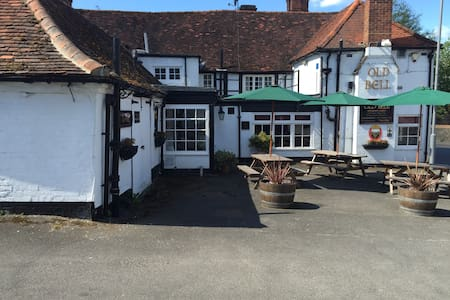 Family run 16 century 4 Star Country Inn. - Wooburn Green - Bed & Breakfast