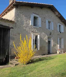 S W France country farmhouse - Rumah