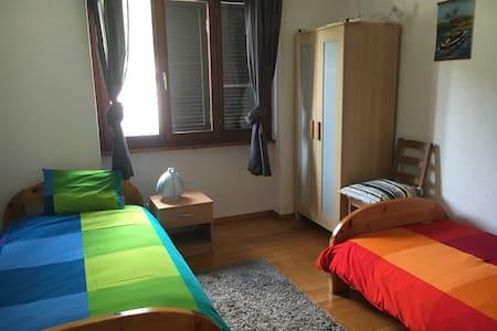 camera in appartamento condiviso - Bed & Breakfast