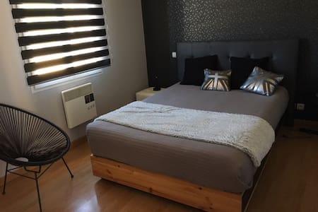 Calme/Vue imprenable/chambres - Villebois-Lavalette - Casa