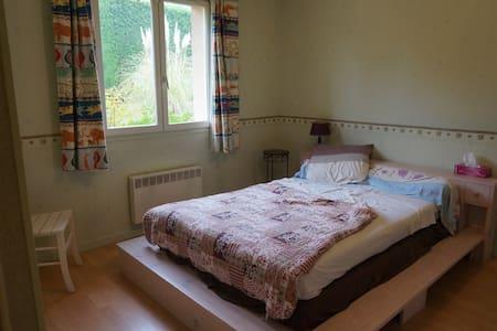 Chambre dans une grande maison avec jardin - Marcy-l'Étoile - Ev