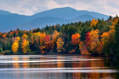 Cozy, Charming Adirondack Home - Eagle Bay - Huis