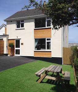 Amazing House Perranporth - beach - Perranporth - House