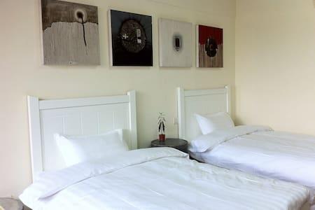超大房46平,亦可拼成双人大床。工业LOft怀旧,充满着当代艺术气息。 - Apartament