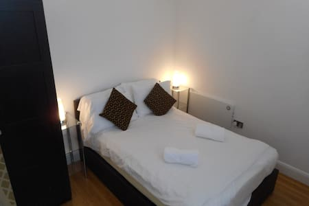 Newly Furbished Apartment Sleeps 2 only - Bedford