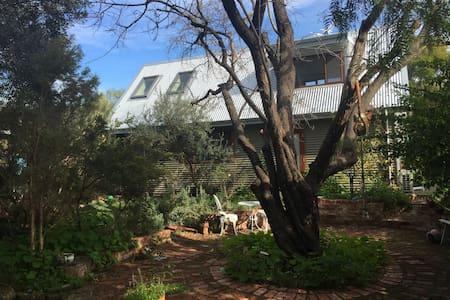 The Garden House - brand new home near Fremantle - Hilton