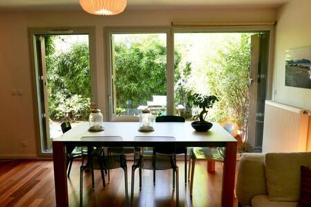 Grande chambre + jardin à 3km de Paris - Huis