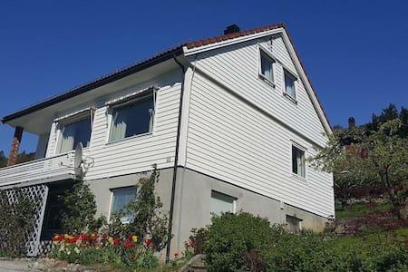 Eget hus sentralt i vakre Stryn - Stryn - Casa