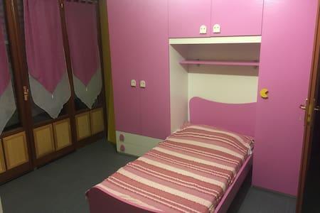 Room in my home. Great hospitality! - Gattinara - Talo