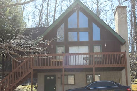 Beautiful home in Saw Creek Estates - Bushkill - Casa