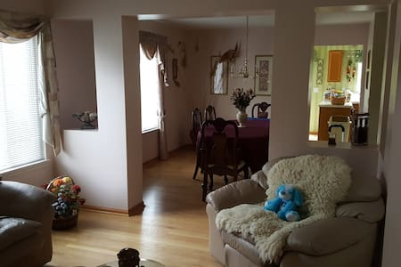 Private Room & Bath in 4BR Home- Chicago suburbs - House