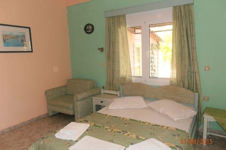 KIPOS STUDIOS - Guesthouse
