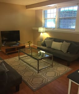 Beautiful Cozy 2 Bedroom 1 Bath Condo with Laundry - Gaithersburg - コンドミニアム