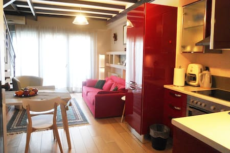 Chania central apt with sea view. - Leilighet