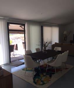 Belle maison moderne , au calme - Haus